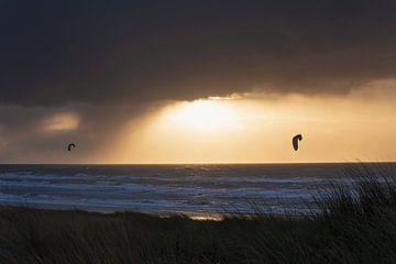 Kitesurfer an der niederländischen Küste von Anouschka Hendriks