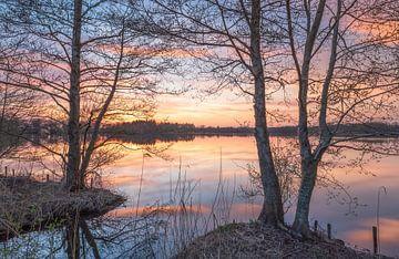Rustig water tijdens zonsondergang van Marcel Kerdijk