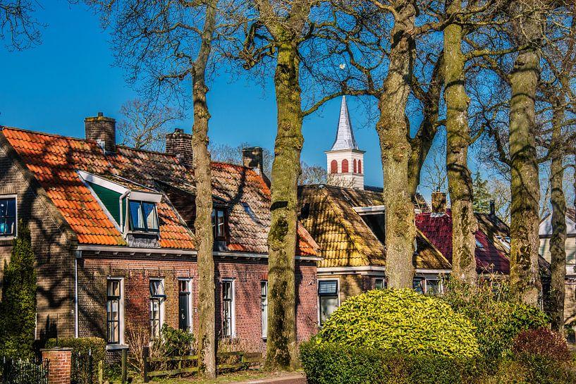 Voorjaar in het Friese dorpje Oudemirdum in Gaasterland van Harrie Muis
