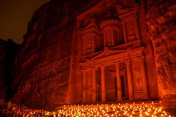 Petra by night von Jeroen Bussers