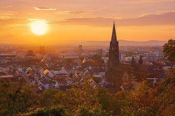 Sonnenuntergang in Freiburg van Patrick Lohmüller