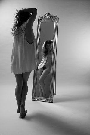 Meisje met spiegel