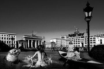 Zwemplezier in Berlijn van Bert Burkhardt