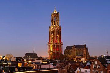 Stadsgezicht van Utrecht met roodwitte Domtoren, foto 4 van Donker Utrecht
