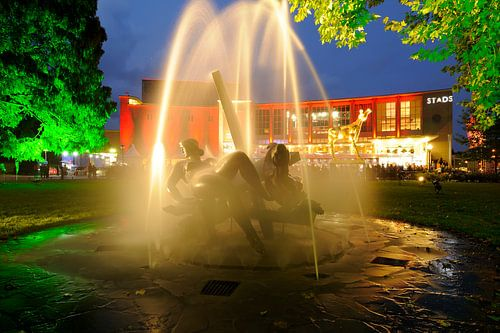 Fontein en beeldengroep Feest der Muzen voor de Stadsschouwburg Utrecht
