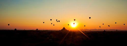 Luchtballonnen zonsopgang Bagan, Myanmar van