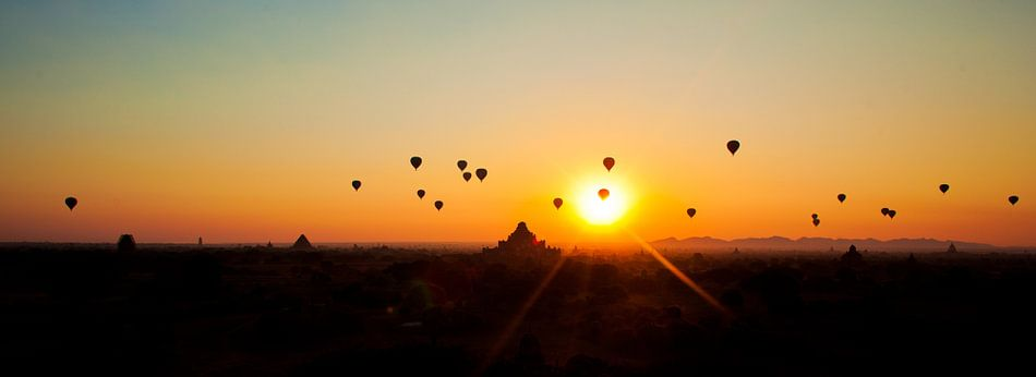 Luchtballonnen zonsopgang Bagan, Myanmar