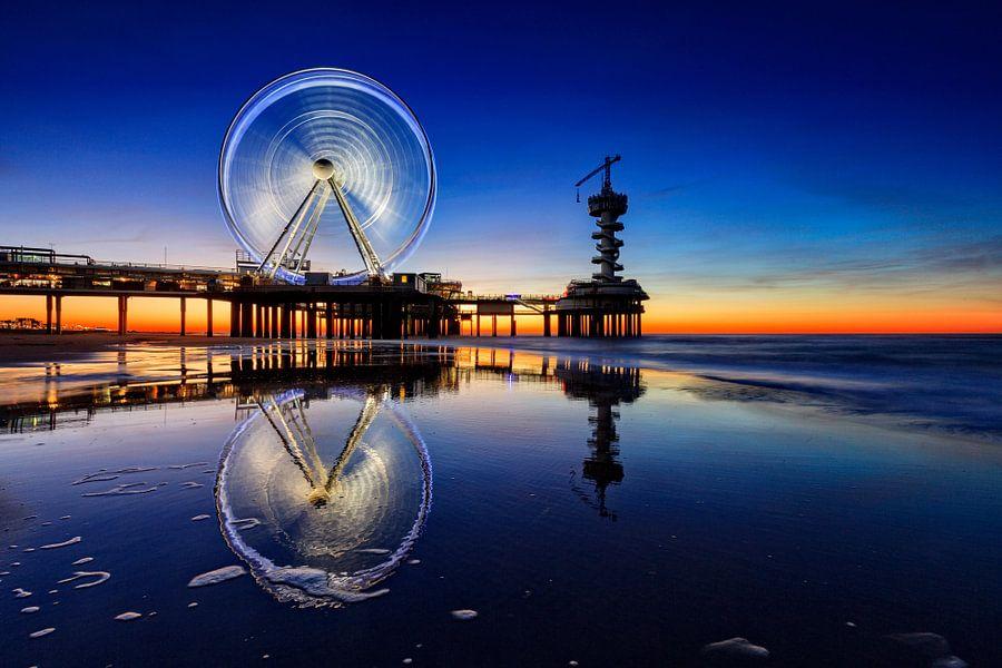 reuzenrad op de Pier van Scheveningen bij avond