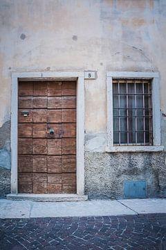 Achter gesloten deuren von Mariëlle Pluim