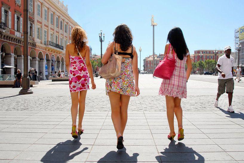 Girls in Nice van Michel Groen