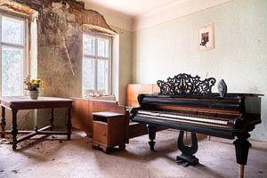 Schönes verlassenes Klavier.