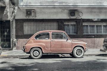 Oude Fiat 500 in Buenos Aires Argentinie van Ron van der Stappen