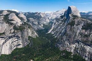 Uitzicht op Halfdome vanaf Glacier Point in Yosemite, Amerika van Linda Schouw