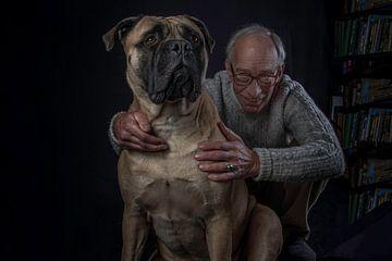 baas en hond van Jan van den Heuij
