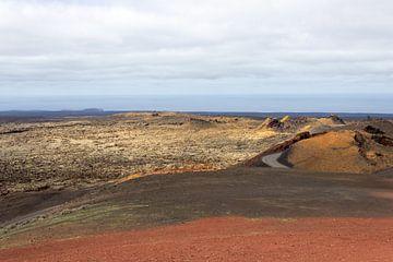 Bunte Vulkanlandschaft auf der Insel Lanzarote von Reiner Conrad