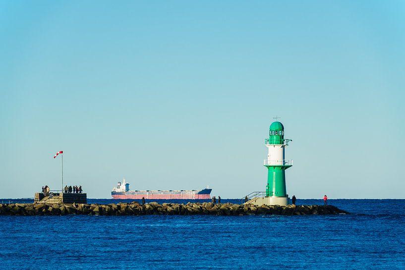 Mole an der Ostseeküste in Warnemünde. von Rico Ködder