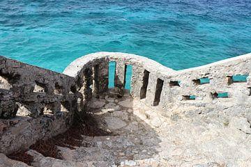Uitkijken op zee, uitkijkpunt op Bonaire. van Silvia Weenink
