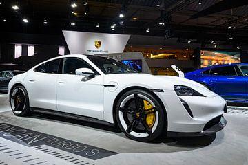 Porsche Taycan Turbo S elektrisch aangedreven luxe auto van Sjoerd van der Wal