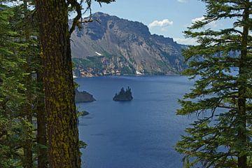 Crater Lake, Phantom Ship van Jeroen van Deel