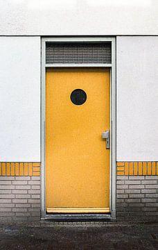 Gelbe Tür von Karlijne Geudens