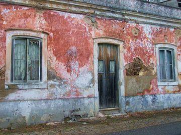 Achteraf straatje in Portugees dorp van Bart Uijterlinde