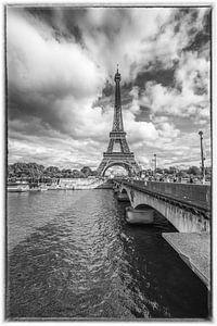 Eiffeltoren in Parijs vanaf de Seine van