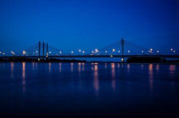 Tacitusbrug bij Ewijk in de avond van Marian Roest