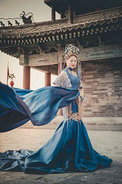 Chinese vrouw in jurk von Geja Kuiken