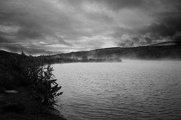 Stomend IJslands meer, zwart-wit  von Malissa Verhoef
