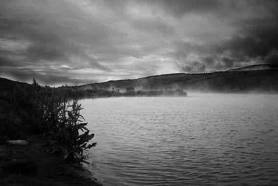 Stomend IJslands meer, zwart-wit  van Malissa Verhoef