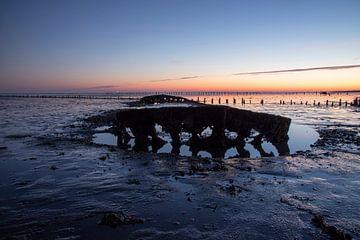 lever du soleil sur la mer des Wadden aux Pays-Bas. sur
