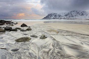 Strand op de Lofoten van Antwan Janssen