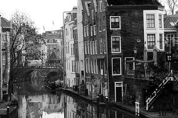 Oudegracht in Utrecht schwarz und weiß von R.Phillipson