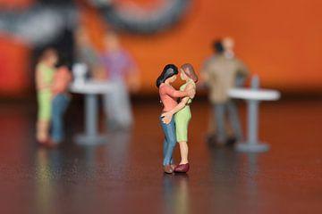 Miniaturen auf der Tanzfläche von J..M de Jong-Jansen