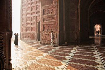 Inde. Palais indien du Taj Mahal. Architecture islamique. Porte de la mosquée sur Tjeerd Kruse