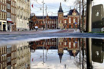 Reflectie Amsterdam Centraal van Bram van Elk
