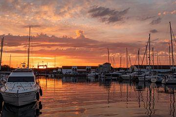 Zonsondergang in haven Port Zélande Ouddorp van Marjolein van Middelkoop
