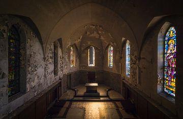 Chapelle abandonnée en décomposition. sur Roman Robroek