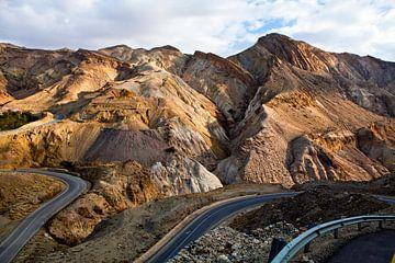 Trockene bunte Berglandschaft des King's Highway in Jordanien - Naher Osten von WorldWidePhotoWeb
