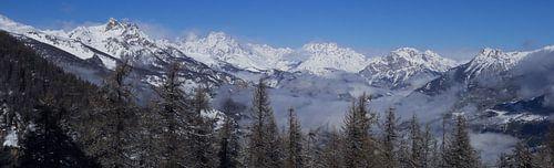 Panorama Ecrins bergen in de winter van