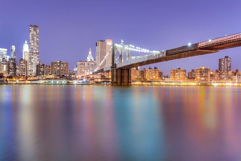 Brooklyn Bridge at Night van Tom Roeleveld