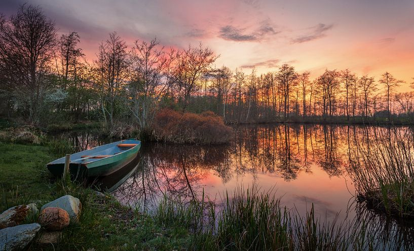 Bootje tijdens zonsondergang van Martijn van Dellen