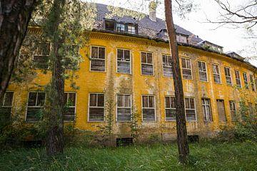 Verlassene russische Baracken in Deutschland, Urbex außen von Ger Beekes
