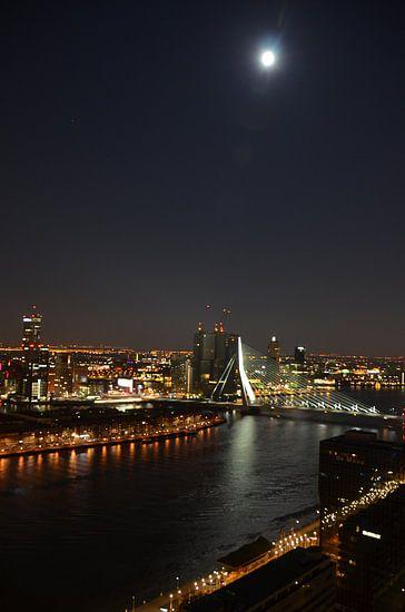 Rotterdam onder de Volle Maan. van Marcel van Duinen