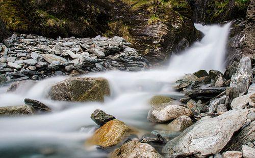 Rivière dans les montagnes sur