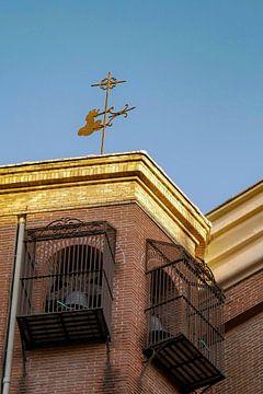 Madrid - Kerktoren en windvaan van Wout van den Berg