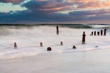Baltic Sea coast on a stormy day van Rico Ködder