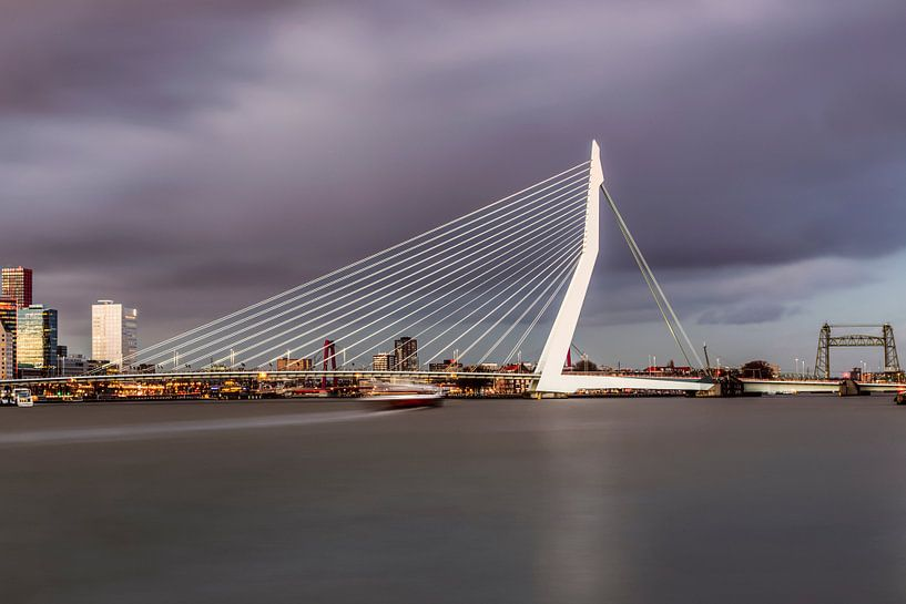 La belle et impressionnante ligne d'horizon de Rotterdam II sur Miranda van Hulst