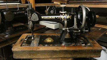 Een naaimachine in het museum van Wilbert Van Veldhuizen