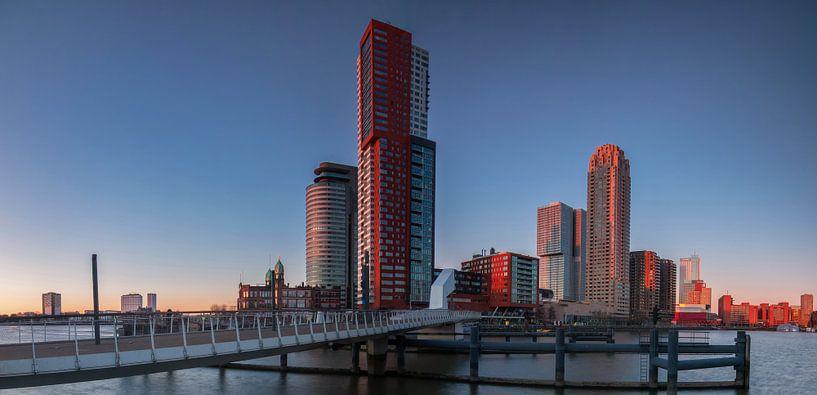 Last light on the Kop van Zuid in Rotterdam van Ilya Korzelius